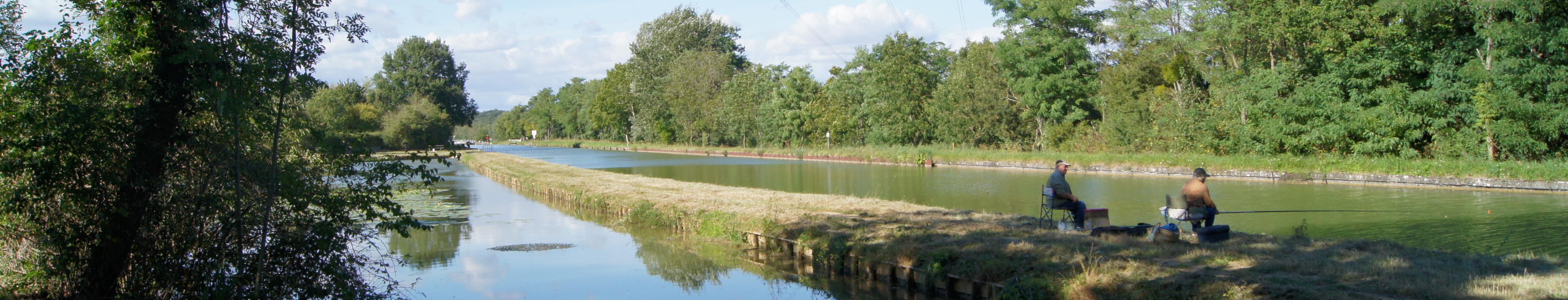 Pêcheurs sur le canal